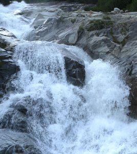 Gebirgswasser