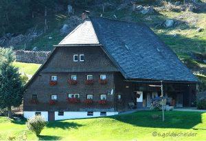 Traditionelles Schwarzwaldhaus mit Holzschindeln