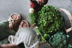 Regional und saisonal Einkaufen und Essen.© Foxys Forest Manufacture/Shutterstock
